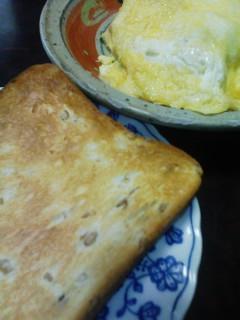 パンとチーズオムレツ